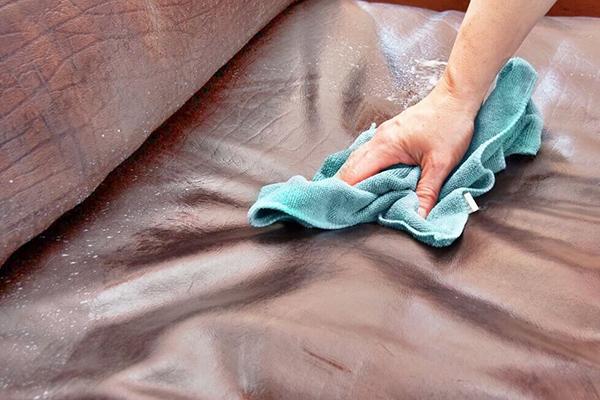 Мытье кожаного дивана