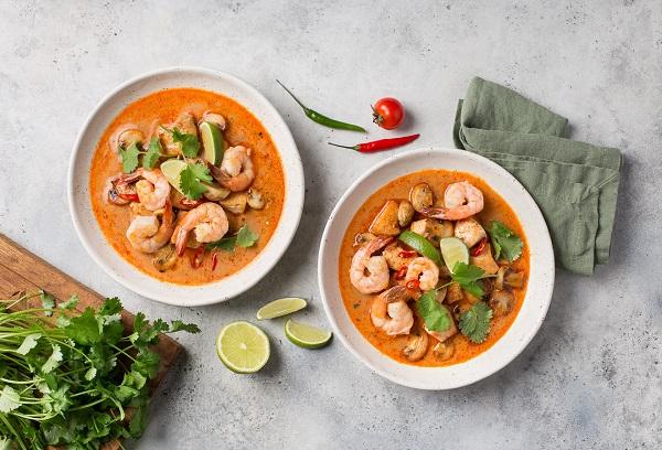Две тарелки с супом