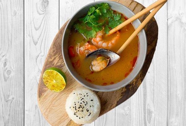 Тайский суп и рис