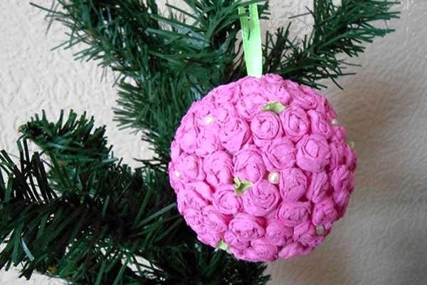 Шари на елку из бумажных цветочков