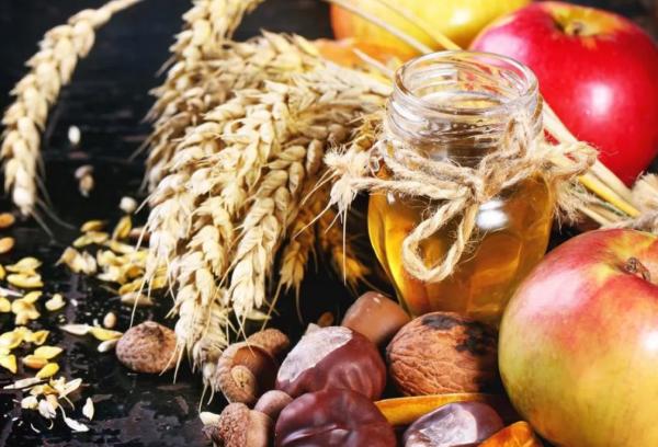 Орехи, мед и яблоки