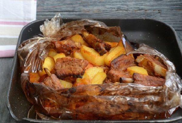 Свиные ребра в медово-соевом соусе