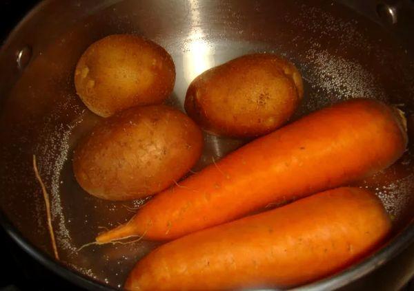 Картофель с морковью