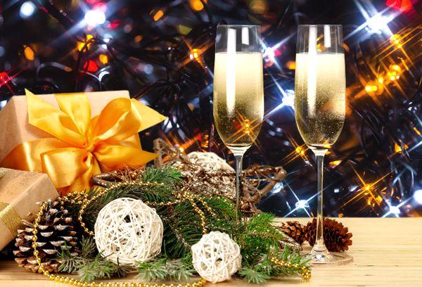 Шампанское на новогоднем столе